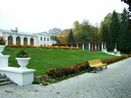 Дворцово-парковый ансамбль Марьино