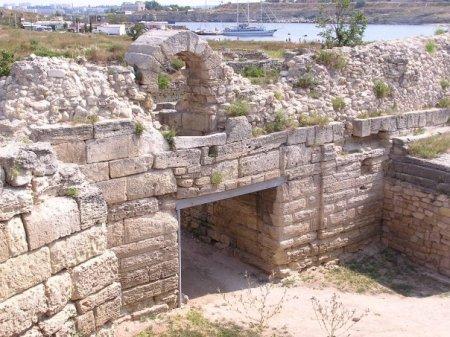 Ворота в Херсонес